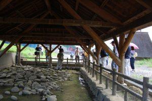 鬼北町の県指定史跡『岩谷遺跡』屋外展示
